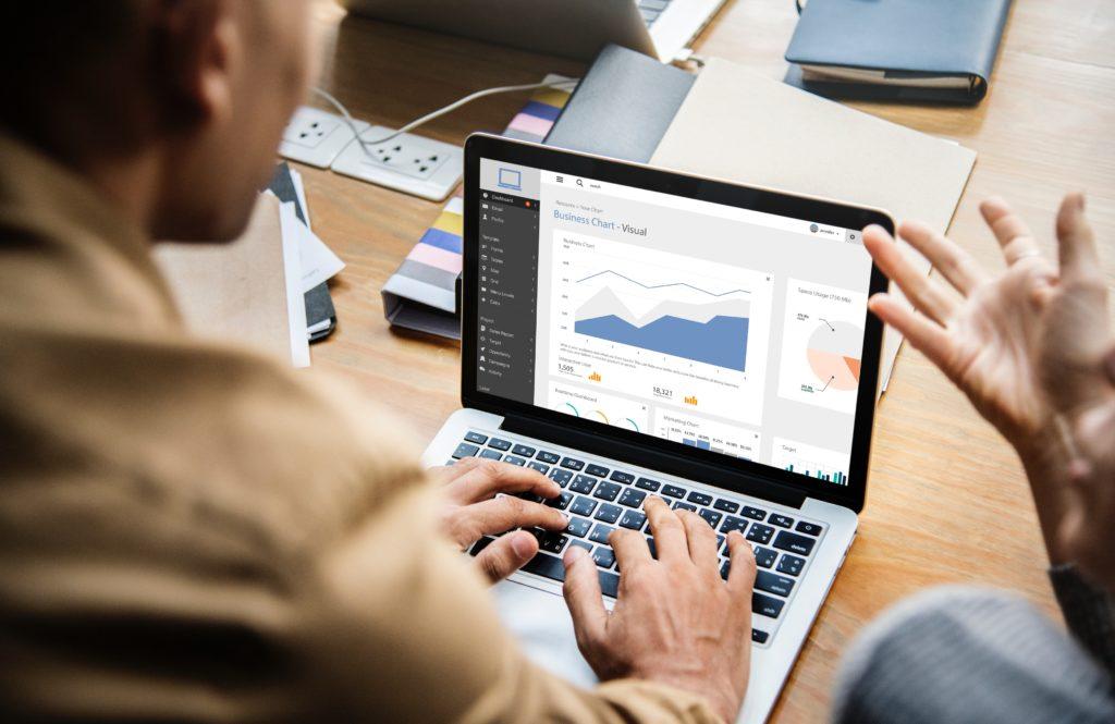 Mit dem Mitarbeiterassistenten gelangen Sie schnell an Informationen und sparen sich z.B. Zeit in Meetings.